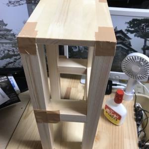 お手軽木工でディスプレイ台を作成する