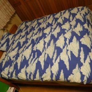 ベッドカバーと枕カバーを作りました