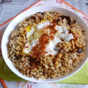 ぶりアラの炊き込みご飯でカフェ丼卵とじ風