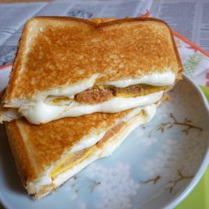 からし明太卵焼き&チーズのホットサンド