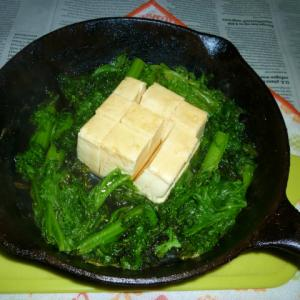 わさび菜のオリーブオイル炒めと温奴のタパス