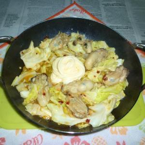 牡蠣と春キャベツのアヒージョ炒めのタパス