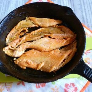 銀鮭のアラで焼き鮭アラのほぐし