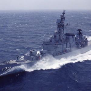 海自護衛艦しまかぜが中国漁船と衝突