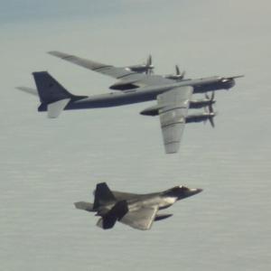 ☆ロシア.ベア爆撃機編隊アラスカ接近 ラプターがスクランブルに出る