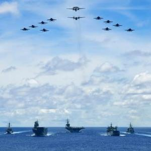 ☆海面を圧する大艦隊 南シナ海での日本 米国 豪共同訓練