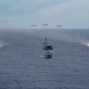 ☆海自の輸送艦と強襲揚陸艦アメリカなどとの共同訓練の様子