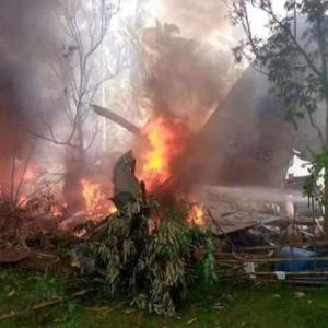 ☆フィリピン軍C-130輸送機が墜落 住民らも巻き添えで最悪のケースか