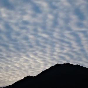 波状雲の秋天