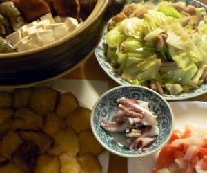 献立|海鮮辛鍋、エビが旨かった 海鮮チゲ ホルモン炒め 刺身 いぶりがっこ
