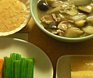 今日は女房と2人、中高年夫婦、家でご飯だけなら(酒無し)これで十分 中華煮 山芋 サラダ たくわん