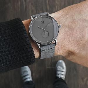SNSで人気の腕時計ブランド MVMTの口コミ&評価は?