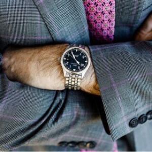 営業マンが着ければ成績アップ!?営業向きの『腕時計』とは