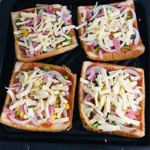 パンの耳で作る  ピザ&ラスク