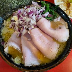 【朝ラー】どんとこい家のチャーシューメンと紫玉ねぎとくずれ味玉丼@和田町
