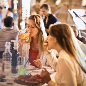 ダイエット中に「食べすぎ」てしまったらどうすればいい?暴飲暴食リセット術!