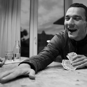 コロナでギャンブルできずにひと山当てようとオプション取引をする人たち