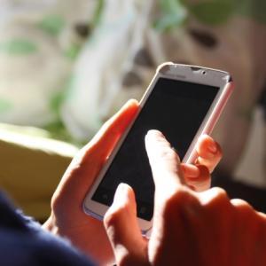 スマートフォンで撮影した写真が逆さま。向きを直す・修正する方法を紹介