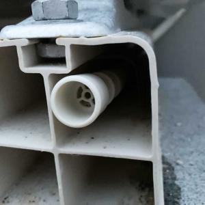 新築一戸建てにゴキブリ発生。防虫キャップでエアコン排水ホースからの侵入を阻止
