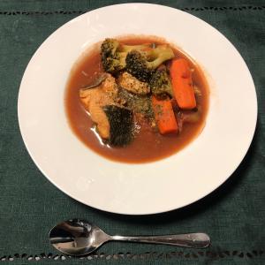 秋鮭とトマトのダイエットスープ。秋鮭をおいしく食べましょう。