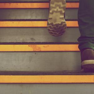 エスカレーター、エレベーターを使わない。日々の生活に運動をプラスワン。