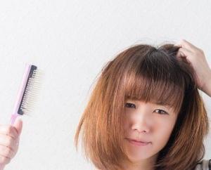 女性が薄毛になる2つの大きな原因とは?