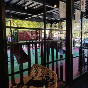 【写真】バリ島の遊具があるカフェ