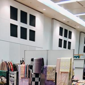 搬入展示完了、広々会場ゆったりお買い物をお楽しみください。