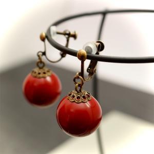 漆玉と金古美のイヤリング