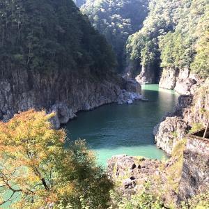 瀞峡〜熊野川。秋の紅葉パックラフト・カヤックを楽しむ1日旅。