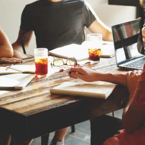 小規模ビジネスモデルの戦略 「大きな会社と異なる経営の差別化に力を入れよ」