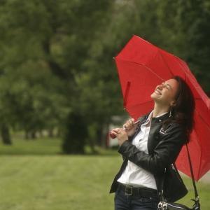透明のビニール傘卒業?色・柄あり傘の人がオシャレに見えて仕方がない