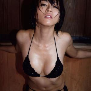【釈由美子(41)】釈由美子ちゃんの股間を強烈に刺激するいやらしすぎるグラビア♡ そんな目で迫られたら辛抱たまらん♡!!!! #釈由美子