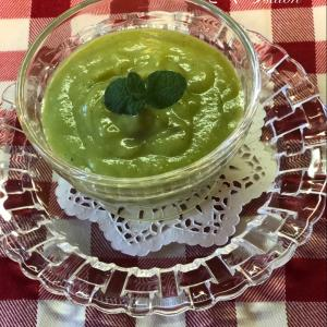 グリーンピースとミントの冷たいスープ