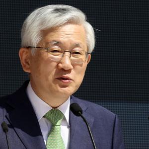 """韓国紙「駐日大使、菅首相に会えないまま帰国 ... """"外交欠礼"""" 議論」"""
