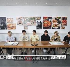 """韓国紙「BTSが """"キムチ"""" を直接作って広報したが ... 字幕には """"パオチャイ""""」"""