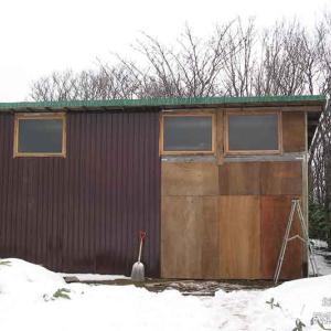 11扉を仮止めする | 廃材で作る物置小屋