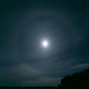 月暈(月のハロ)