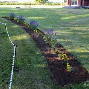 芝生のエッジを切る