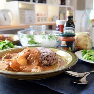 すじ肉とセロリのカレー!夏カレーはレトルトの簡単アレンジでお手軽に