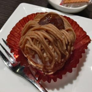 名駅西口から徒歩1分、打合せに場所に最適なカフェ&バーつばきでケーキセットのティータイム。