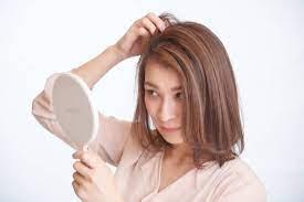 白髪を切ったつもりが周りの黒い髪の毛切っていた。