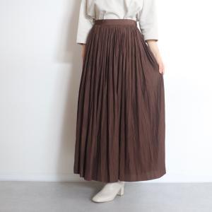 光沢感がかわいいプリーツスカート