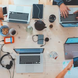 【在宅】パソコン一台の副業で稼ぐなら何をする?