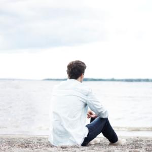 アダルトチルドレン男性の性格的特徴〜特殊な恋愛観の原因を探る〜