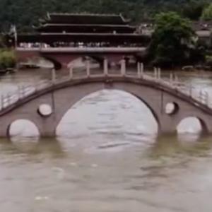 〇中国南部長江域大洪水近況 更に日本の西之島大噴火まで
