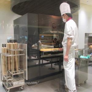 ラ コリーナのバームクーヘン工房でバームクーヘンを焼く様子を見学