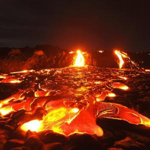 """""""マグマ""""の温度ってどれくらい?溶岩との違いは?"""