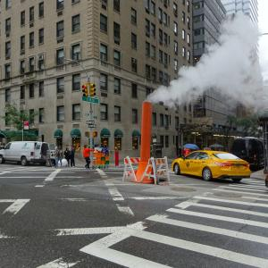 ニューヨークの蒸気と放水の謎。
