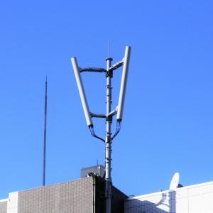 ビルの上の携帯基地局